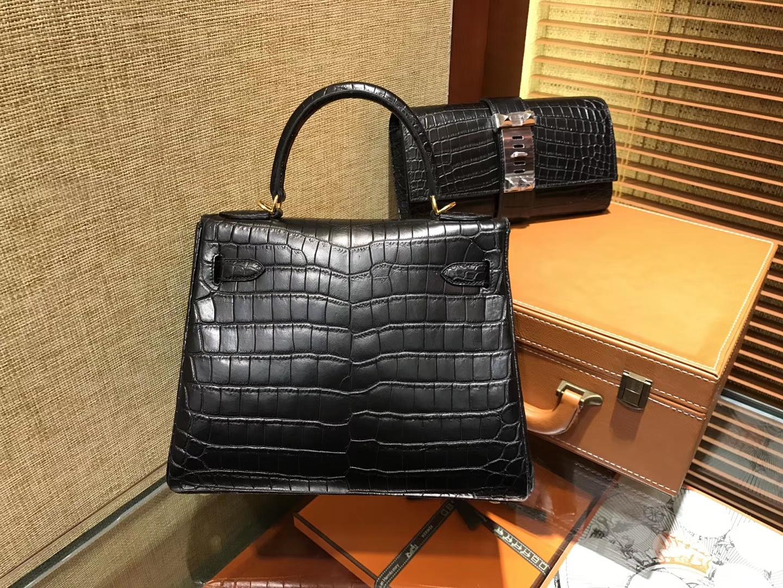 Hermès(爱马仕)Kelly 凯莉包 经典黑 尼罗雾面 一级鳄鱼皮 顶级全手工缝制 金扣 28cm