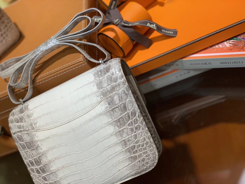Hermès(爱马仕)Constance空姐包 喜玛拉雅 包中皇后 一级 尼罗 鳄鱼皮 臻品级别 银扣 18cm