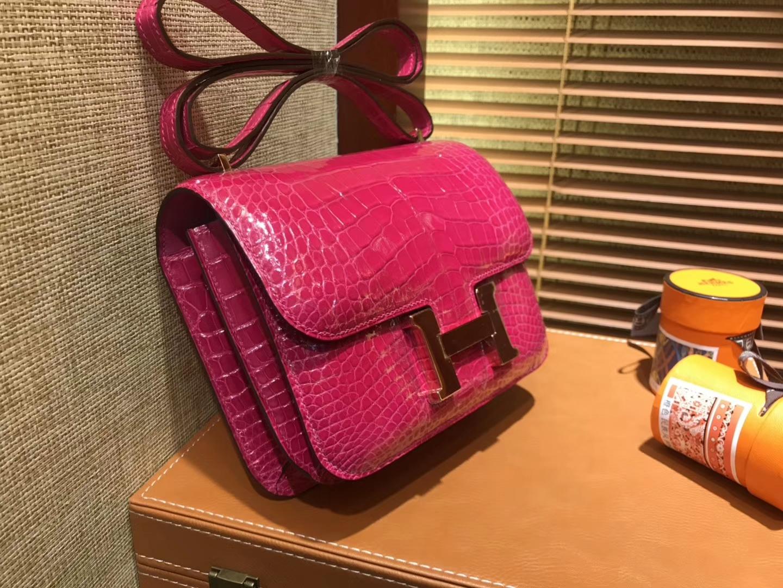 Hermès(爱马仕)Constance空姐包 天方夜谭粉 一级 美洲 鳄鱼皮 臻品级别 金扣 18cm