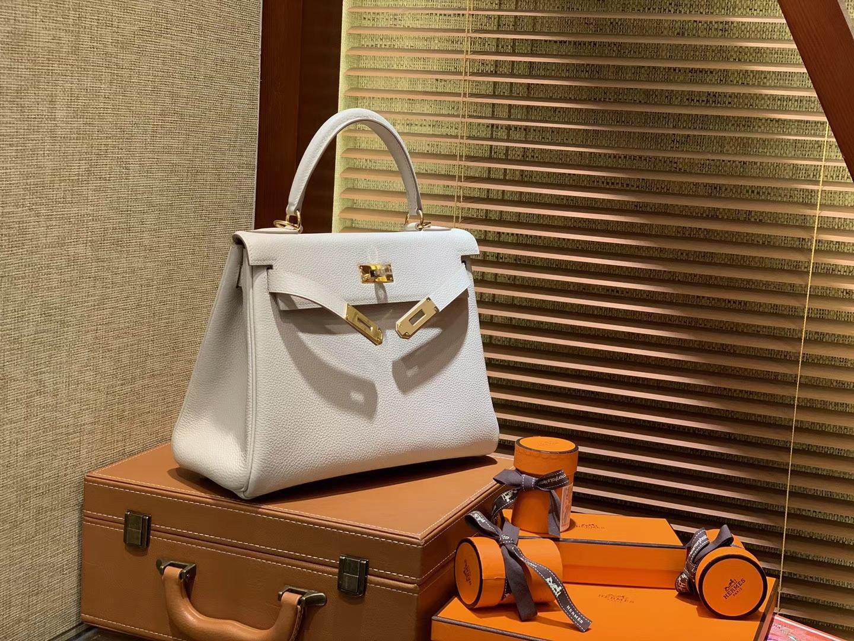 Hermès(爱马仕)Kelly凯莉包 togo小牛皮 奶昔白 进口原料 原版蜜蜡线 金扣 28cm