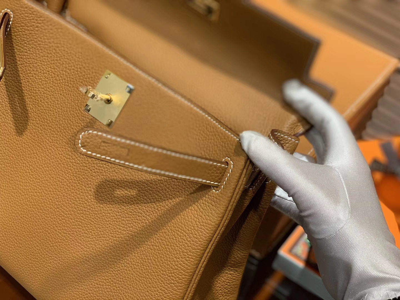 Hermès(爱马仕)Kelly凯莉包 togo小牛皮 太妃金 进口原料 原版蜜蜡线 金扣 28cm