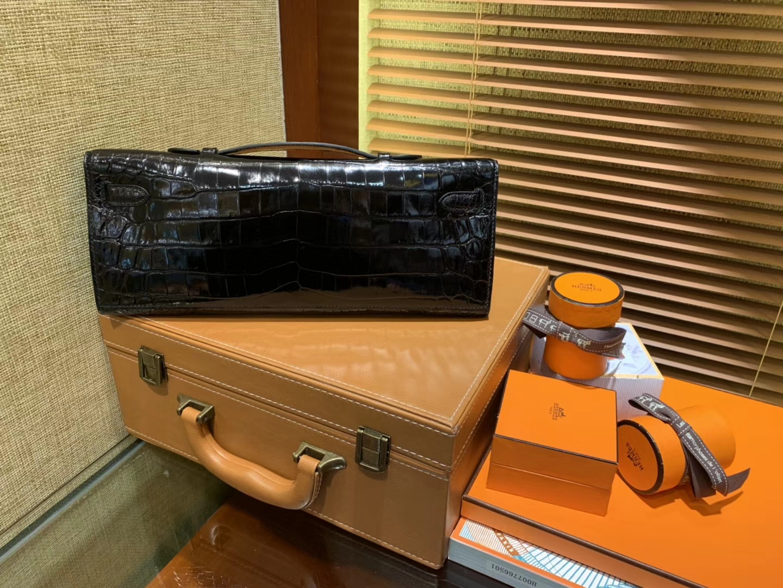 Hermès(爱马仕)Kelly cut 手包 经典黑 亮面鳄鱼 金扣 31cm
