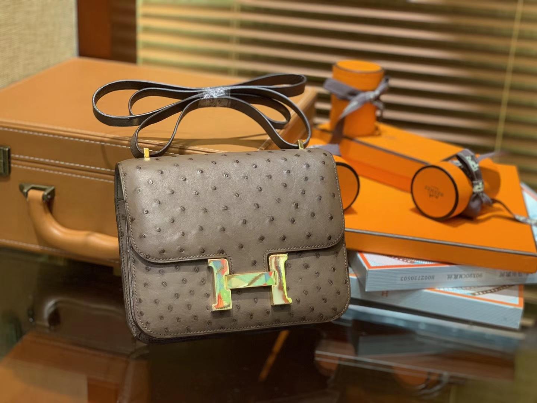 Hermès(爱马仕)Constance 18cm 棕色 南非进口鸵鸟 KK级别 顶级全手工 金扣