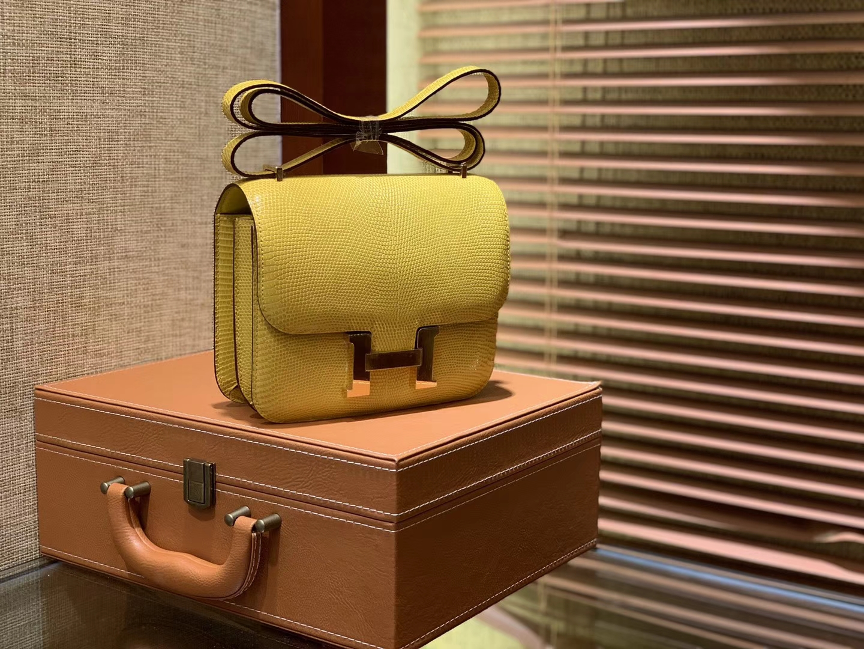 Hermès(爱马仕)Constance空姐包 新颜色 那不勒斯黄 蜥蜴皮 顶级全手工缝制 18cm