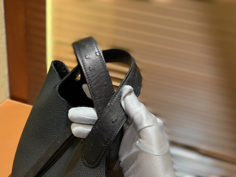 Hermès(爱马仕)Piction菜篮包 经典黑 鸵鸟皮拼小牛皮 顶级手工缝制 银扣 18cm