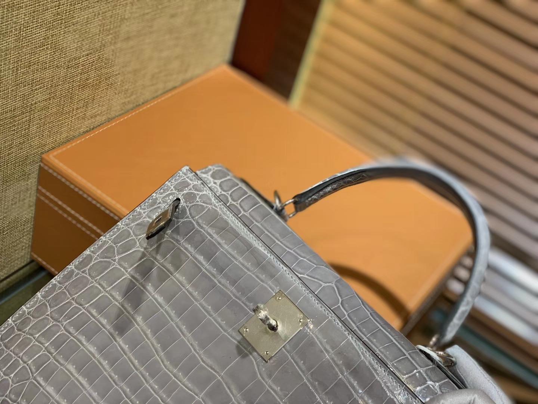 Hermès(爱马仕)Kelly 28cm 巴黎灰 一级尼罗鳄鱼皮 顶级手缝工艺 金扣