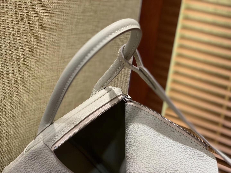 Hermès(爱马仕)Lindy 26cm 奶昔白 鳄鱼皮拼togo牛皮 顶级手工缝制 银扣