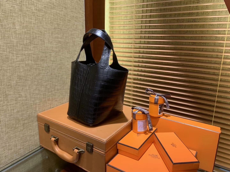 Hermès(爱马仕)Picotin 菜篮子 鳄鱼皮 经典黑 全手工缝制 18cm