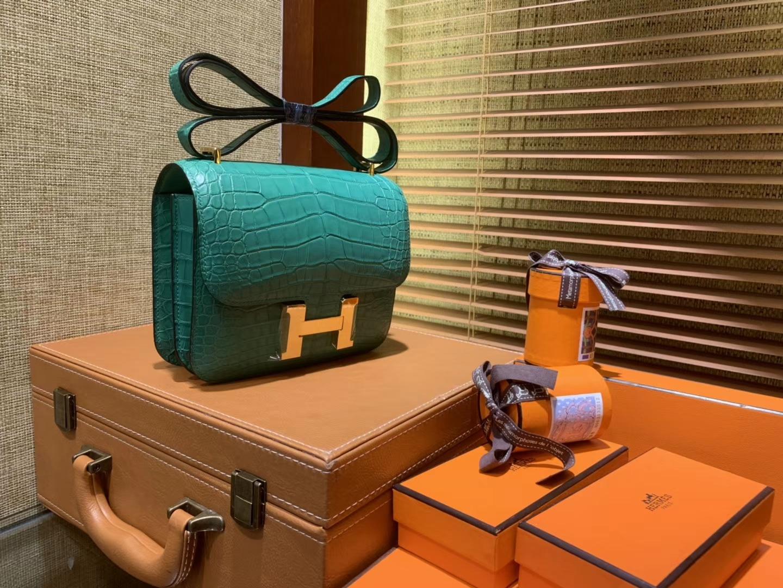 Hermès(爱马仕)Constance空姐包 湖水绿 一级尼罗雾面 鳄鱼皮 顶级手工 金扣 18cm