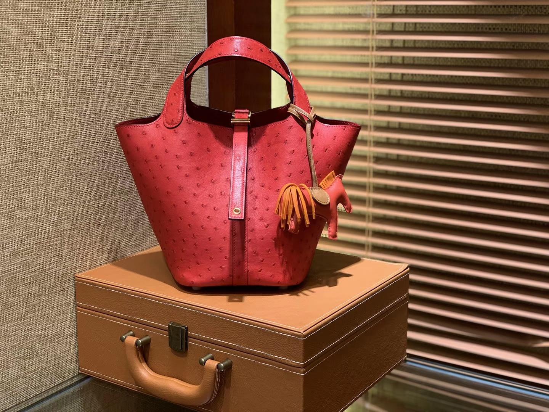 Hermès(爱马仕)Piction 18cm 心红色 最新红色系 南非进口鸵鸟 金扣