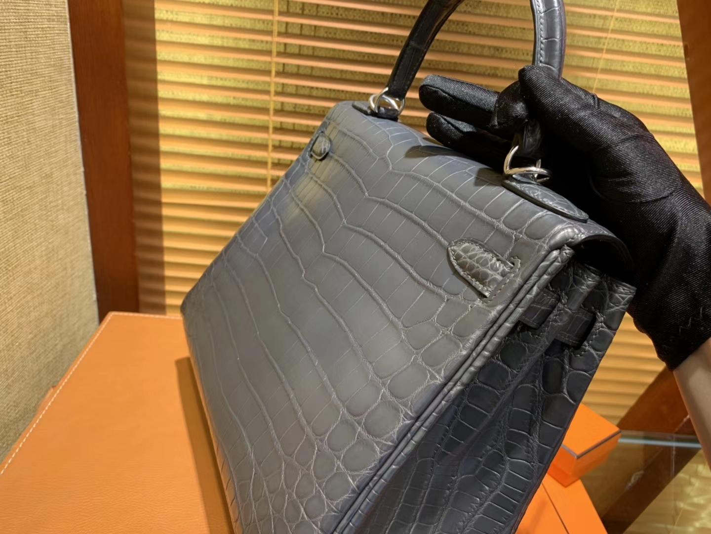 Hermès(爱马仕)Kelly 凯莉包 锡器灰 尼罗雾面 一级鳄鱼皮 顶级全手工缝制 银扣 28cm