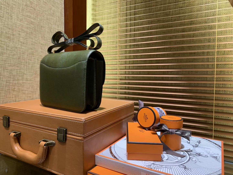 Hermès(爱马仕)Constance空姐包 橄榄绿 蜥蜴皮 顶级全手工缝制 金扣 18cm
