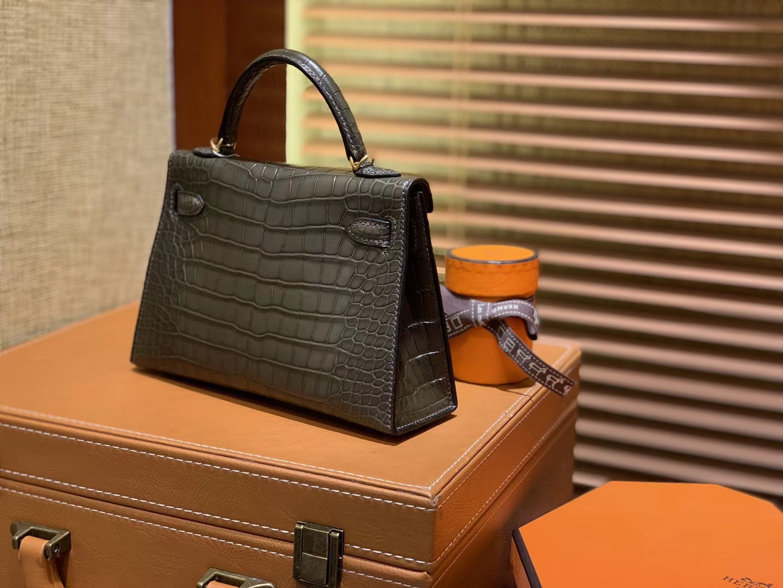 Hermès(爱马仕)Mini Kelly 墨绿色 一级美洲鳄鱼皮 全手工缝制 臻品级别 金扣 19cm (迷你2代)