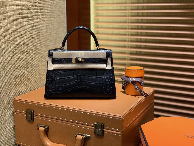 Hermès(爱马仕)Mini Kelly 迷你凯莉 黑色 一级美洲鳄鱼皮 全手工缝制 臻品级别 金扣 19cm 2代
