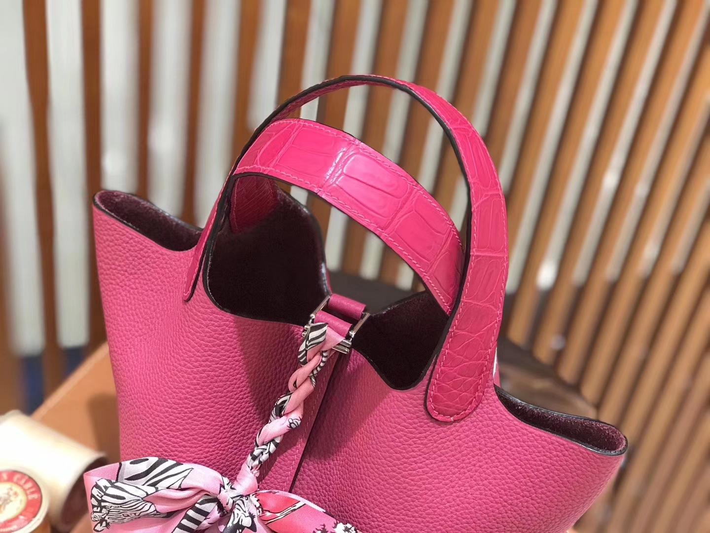Hermès(爱马仕)新增现货 Picotin 菜篮子 玉兰粉拼鳄鱼皮 全手工蜡线缝制 银扣 18cm