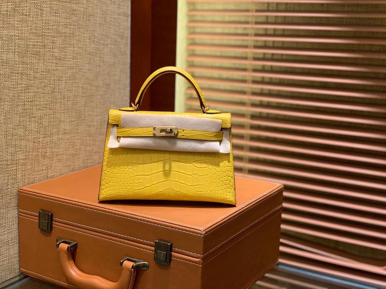Hermès(爱马仕)Mini Kelly 迷你凯莉 柠檬黄 一级美洲鳄鱼皮 全手工缝制 臻品级别 金扣 19cm 2代