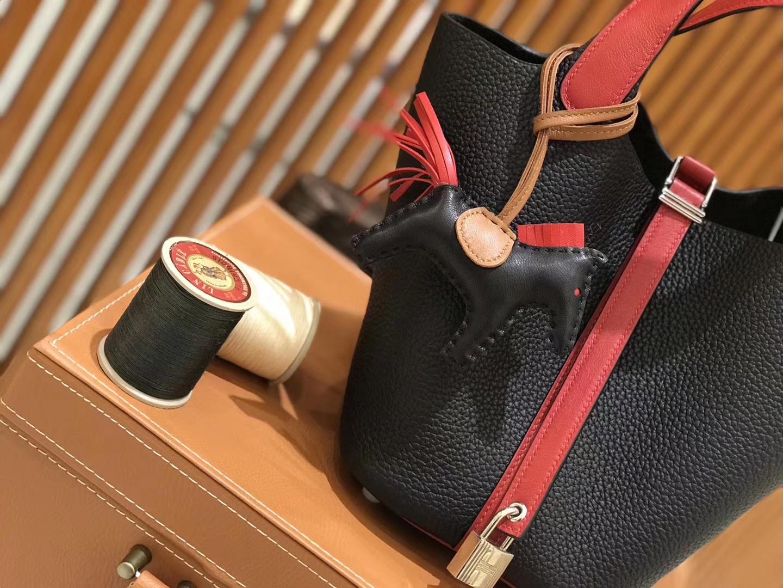 Hermès(爱马仕)新增现货 Picotin 菜篮子 黑拼红 全手工蜡线缝制 金银扣 18cm