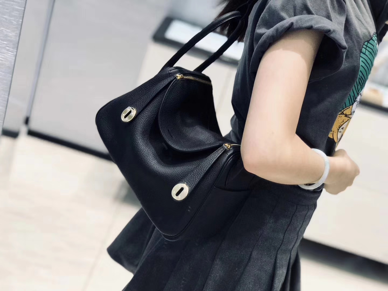 Hermès(爱马仕)Lindy琳迪包 经典黑金 德国进口togo牛皮 蜡线全手工缝制 26cm