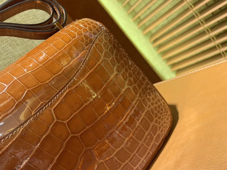 Hermès(爱马仕)Constance 18cm 蜜糖棕 一级美洲 鳄鱼皮 全手工缝制 臻品级别