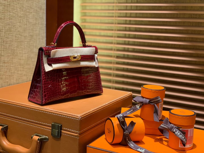 Hermès(爱马仕)Mini Kelly 枣红色 一级美洲鳄鱼皮 全手工缝制 臻品级别 金扣 19cm 2代