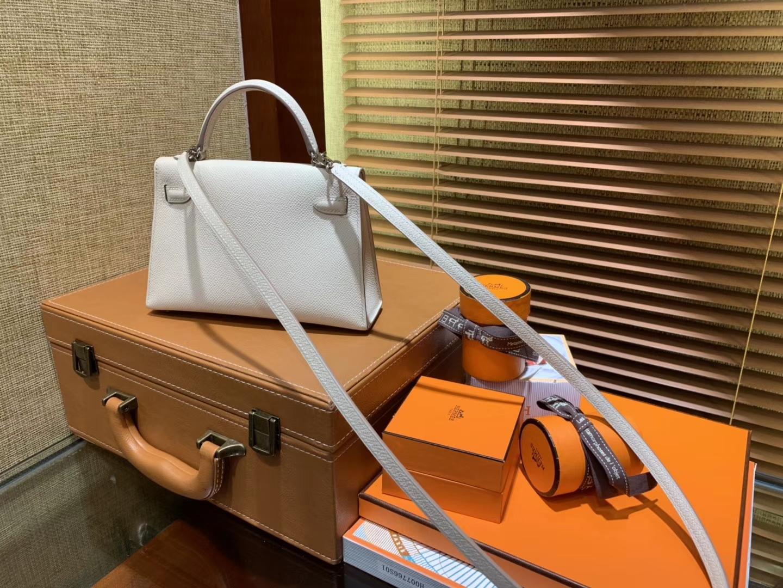 Hermès(爱马仕)Mini Kelly迷你凯莉 纯白色 德国掌纹牛皮 全手工缝制 臻品级别 银扣 19cm