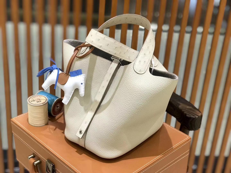 Hermès(爱马仕)新增现货 Picotin 菜篮子 奶昔白 拼鸵鸟皮 全手工蜡线缝制 银扣 18cm