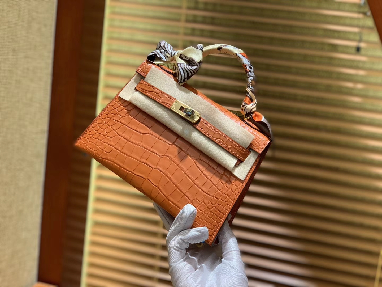 Hermès(爱马仕)Mini Kelly 深橙色 一级美洲鳄鱼皮 全手工缝制 臻品级别 金扣 19cm (迷你2代)