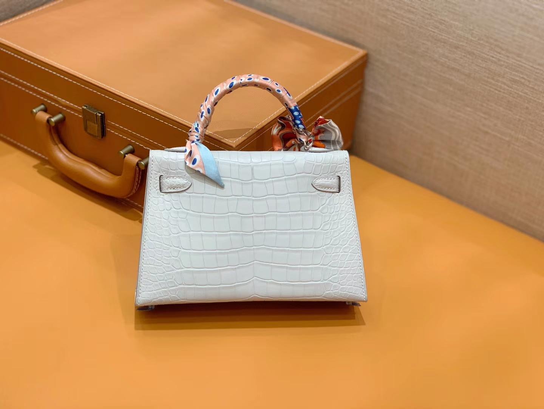 Hermès(爱马仕)Mini Kelly 迷你凯莉 奶昔白 一级美洲鳄鱼皮 全手工缝制 臻品级别 银扣 19cm 2代
