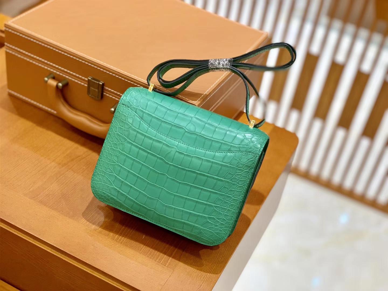 Hermès(爱马仕)Constance 空姐包 湖水绿 一级 美洲鳄 顶端级别 臻品级别 18cm