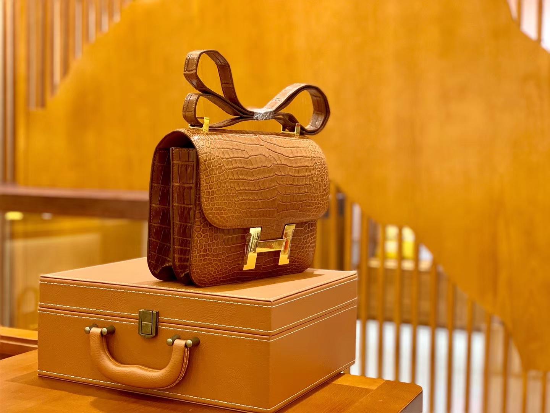 Hermès(爱马仕)Constance 空姐包 湾鳄 倒V 蜜糖棕 顶端级别 臻品级别 金扣 23cm
