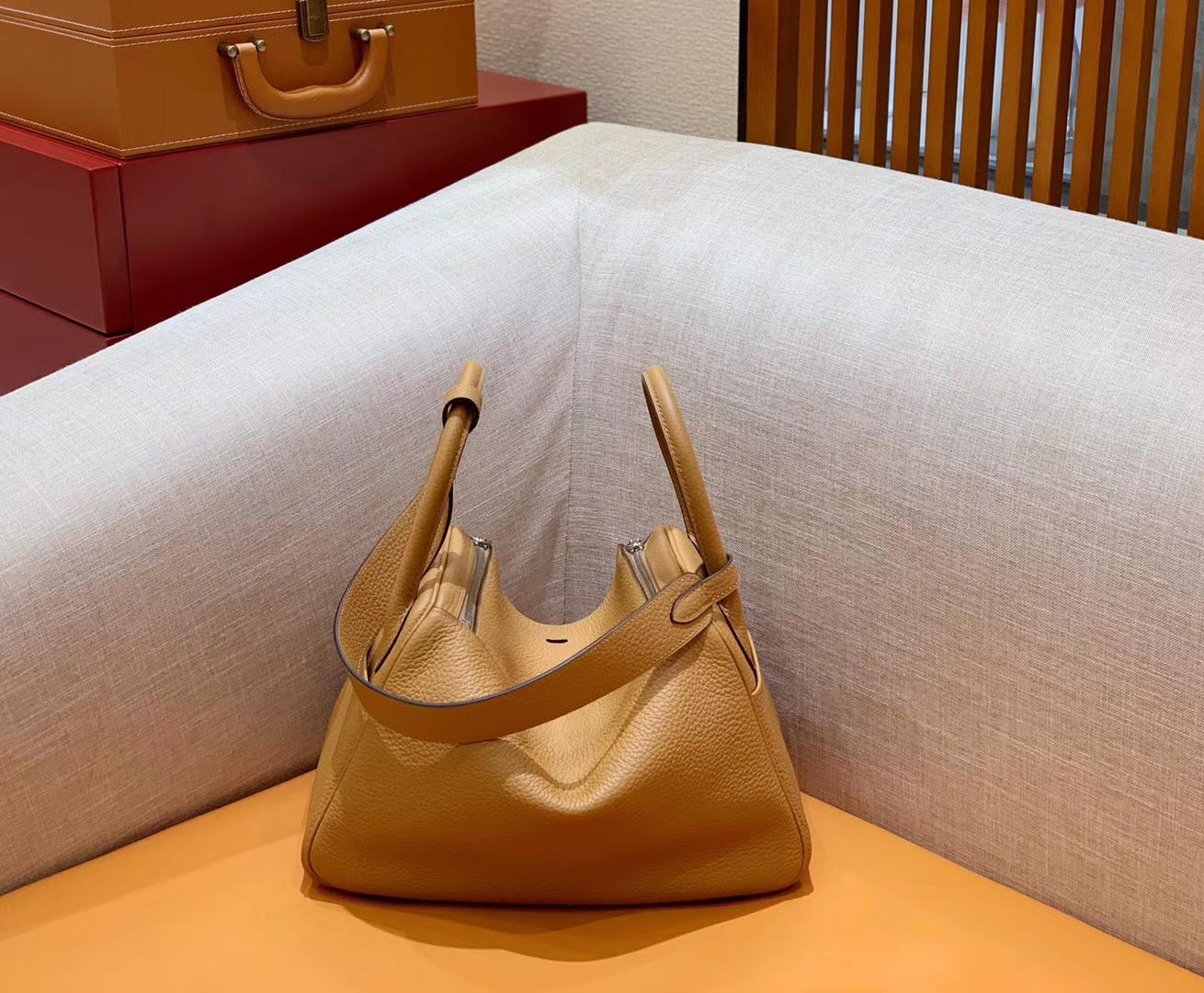 Hermès(爱马仕)Lindy 琳迪包 土黄色 Togo牛皮 进口 原料 蜡线手缝 银扣 30cm
