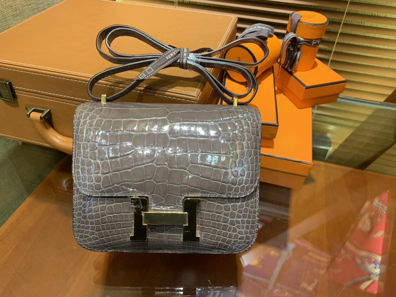 Hermès(爱马仕)Constance 空姐包 斑鸠灰 一级鳄鱼皮 尼罗鳄 原版蜜蜡线 金扣 18cm