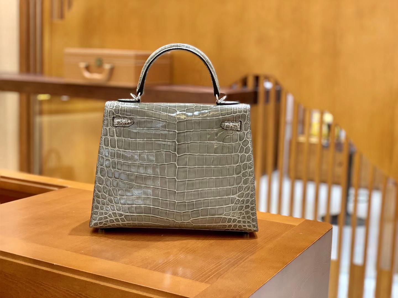 Hermès(爱马仕)Kelly 凯莉包 巴黎灰 一级皮 尼罗鳄鱼皮 臻品级别 顶级手缝工艺 金扣 28cm