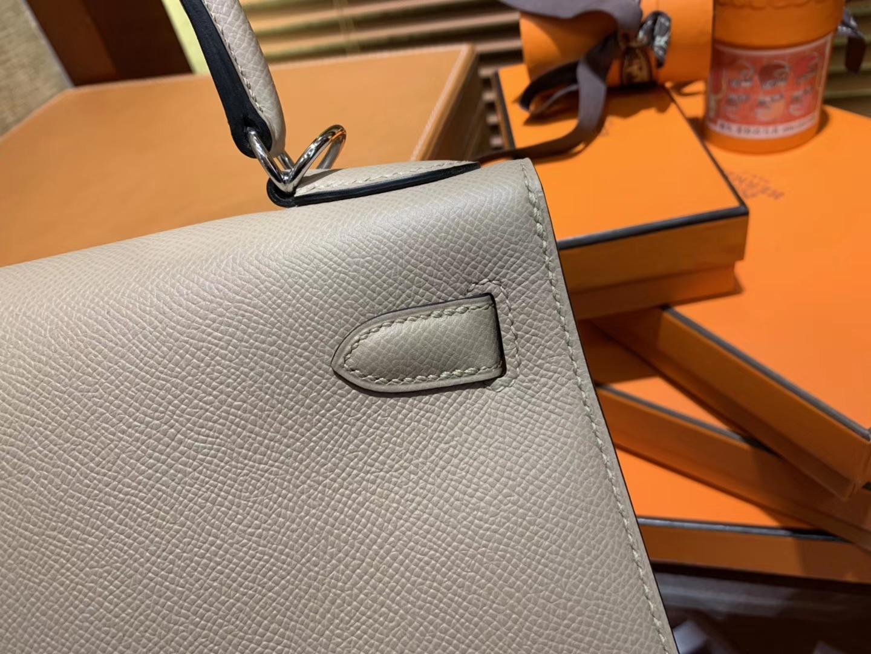 Hermès(爱马仕)Kelly 凯莉包 风衣灰 德国进口 Epsom 掌纹牛皮 全手缝蜡线 银扣 28cm