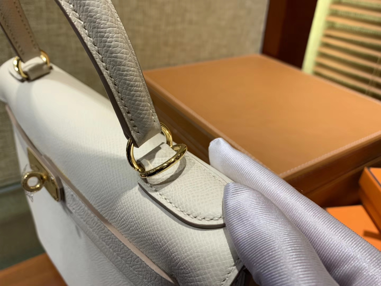 Hermès(爱马仕)Kelly 凯莉包 奶昔白 德国进口 Epsom 掌纹牛皮 全手缝蜡线 金扣 28cm