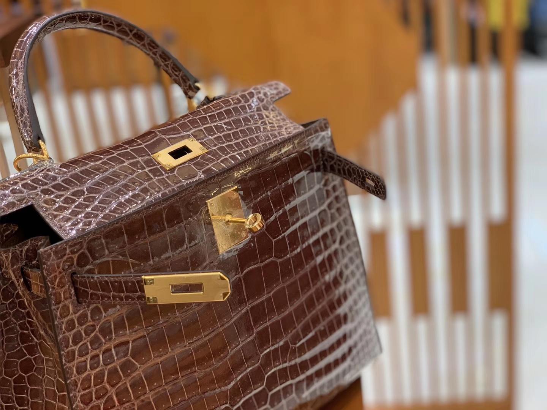 Hermès(爱马仕)Kelly 凯莉包 棕咖色 一级皮 倒V 湾鳄鱼皮 臻品级别 金扣 28cm