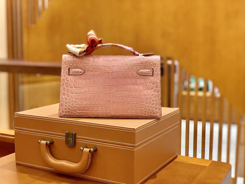 Hermès(爱马仕)Mini Kelly 迷你凯莉 樱花粉 一级尼罗鳄鱼皮 全手工缝制 金扣 22cm