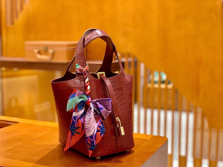 Hermès(爱马仕)Piction 菜篮包 石榴红 一级尼罗鳄鱼皮 雾面 手缝蜡线 金扣 18cm