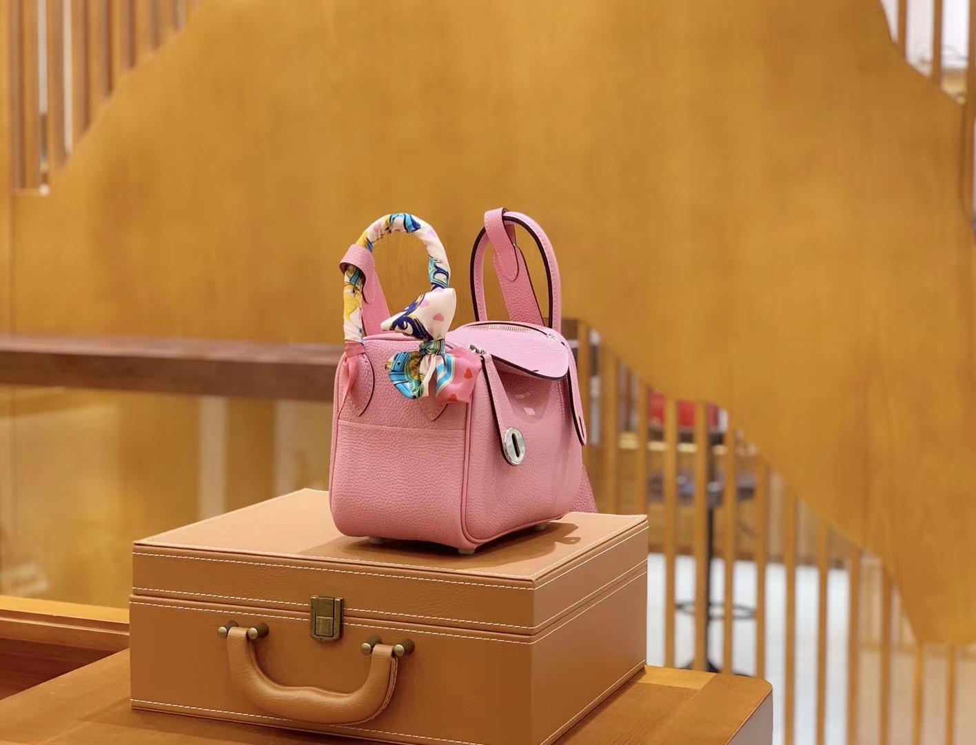 Hermès(爱马仕)Mini Lindy 18cm 樱花粉银 德国进口togo牛皮 全手工