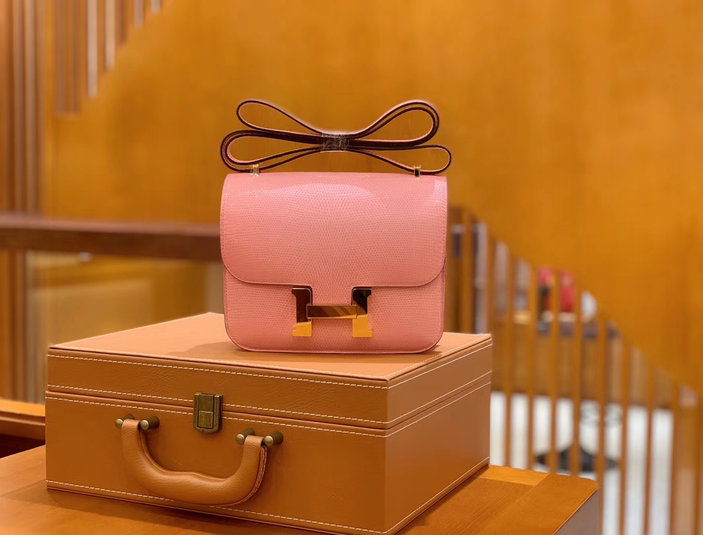 Hermès(爱马仕)Constance 空姐包 樱花粉 野生蜥蜴皮 全手工缝制 18cm 金扣 现货