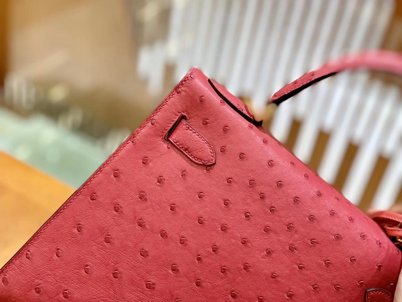 Hermès(爱马仕)Kelly 凯莉包 陶瓷粉 鸵鸟皮 全手工缝制 金扣 28cm 现货