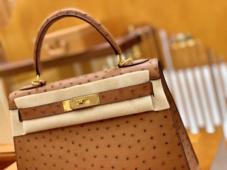 Hermès(爱马仕)Kelly 凯莉包 焦糖棕 鸵鸟皮 全手工缝制 金扣 28cm 现货