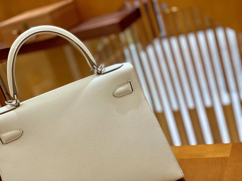 Hermès(爱马仕)Kelly 凯莉包 奶昔白 掌纹牛皮 进口原料 臻品级别 银扣 28cm 现货