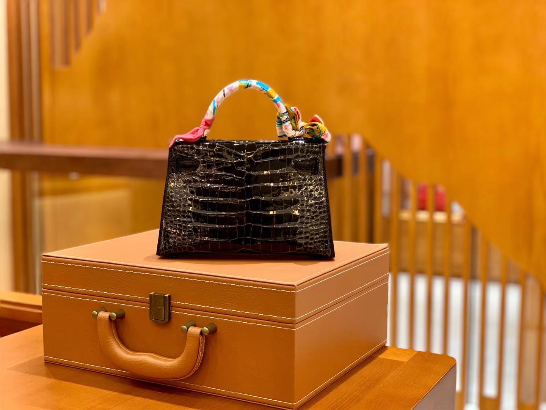Hermès(爱马仕)MiniKelly 迷你凯莉 经典黑 一级亮面美洲鳄鱼皮 臻品级别 金扣 19cm 2代