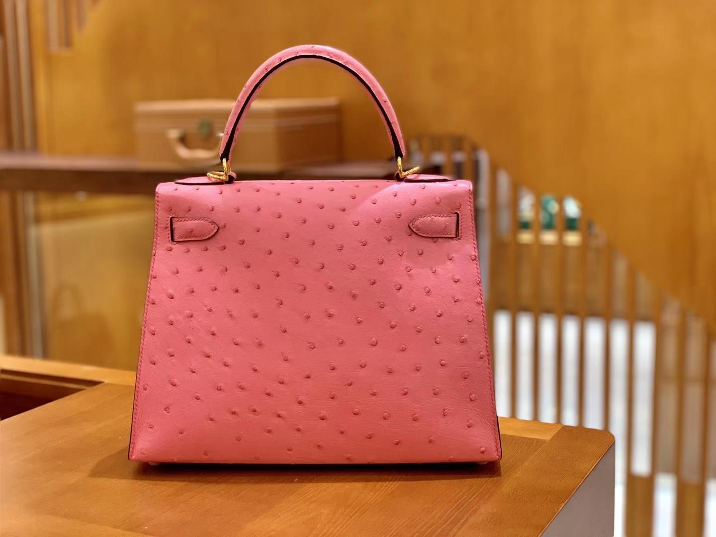 Hermès(爱马仕)Kelly 凯莉包 唇膏粉 鸵鸟皮 全手工缝制 金扣 28cm 现货