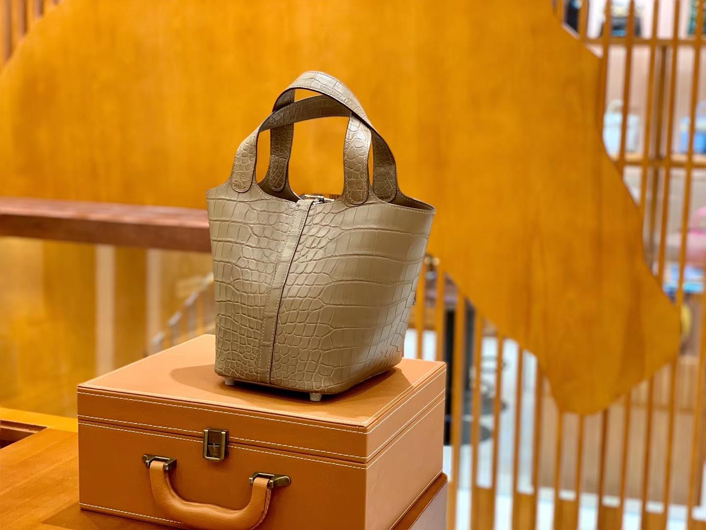 Hermès(爱马仕)Piction 菜篮包 斑鸠灰 尼罗鳄鱼皮 18cm 全手工缝制