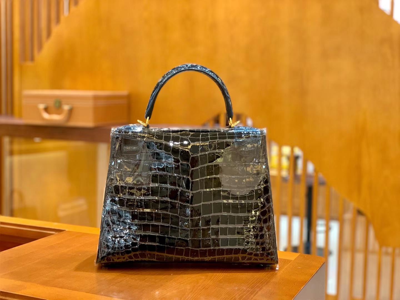 Hermès(爱马仕)Kelly 凯莉包 鳄鱼皮 黑色 金扣 28cm 现货