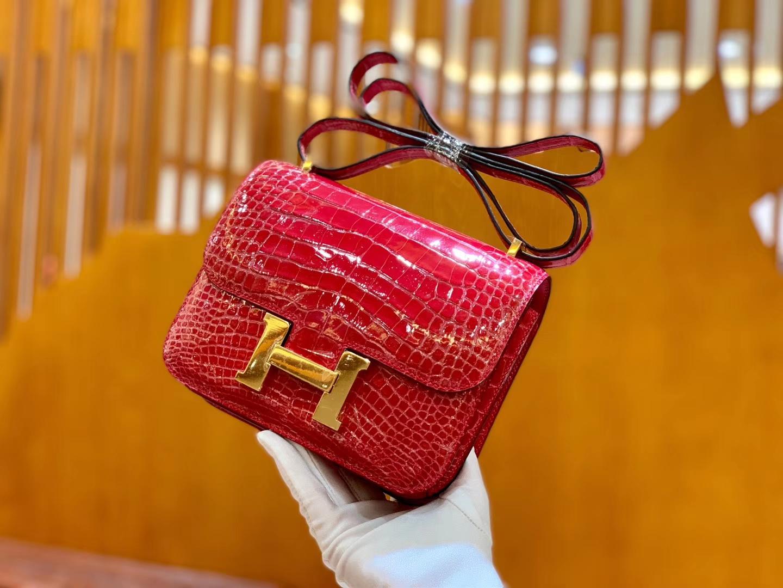 Hermès(爱马仕)新增现货 Constance 康斯坦 美洲鳄鱼皮 极致粉 纹路极美 18cm
