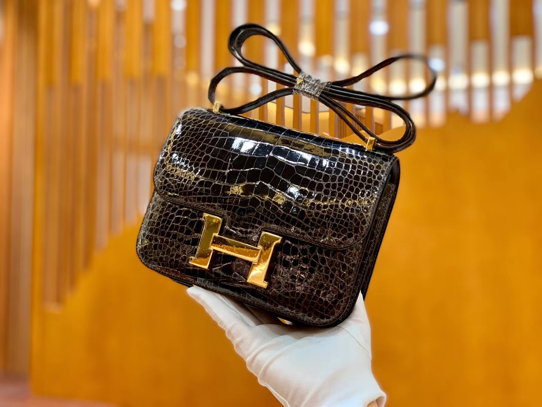 Hermès(爱马仕)新增现货 Constance 康斯坦 美洲鳄鱼皮 深咖色 纹路极美 18cm