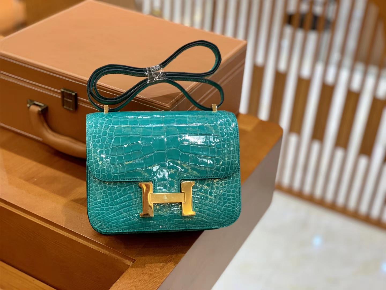 Hermès(爱马仕)Constance 18cm 维罗纳绿 金扣 美洲亮面 鳄鱼皮 全手工缝制